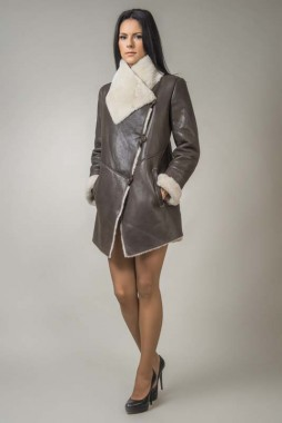Womens fur coat with wide collar made from lambswool